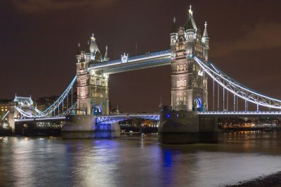londyn-tower-bridge-noca
